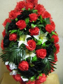 Венок траурный с чёрной розой
