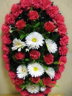 Венок траурный с розой и хризантемой